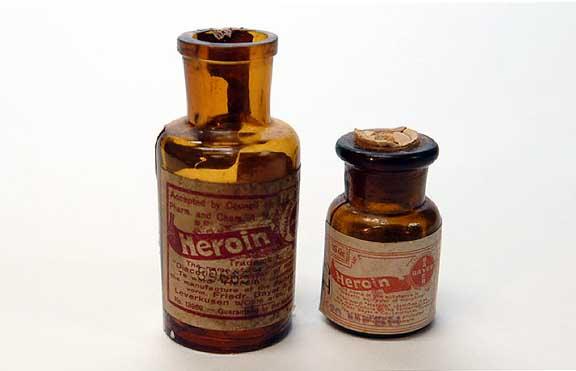 BayerHeroin2Bottles