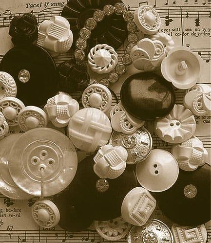 B-W Buttons